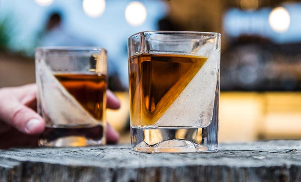 設計居家:讓飲料好看又好喝的 Corkcicle Whiskey Wedge