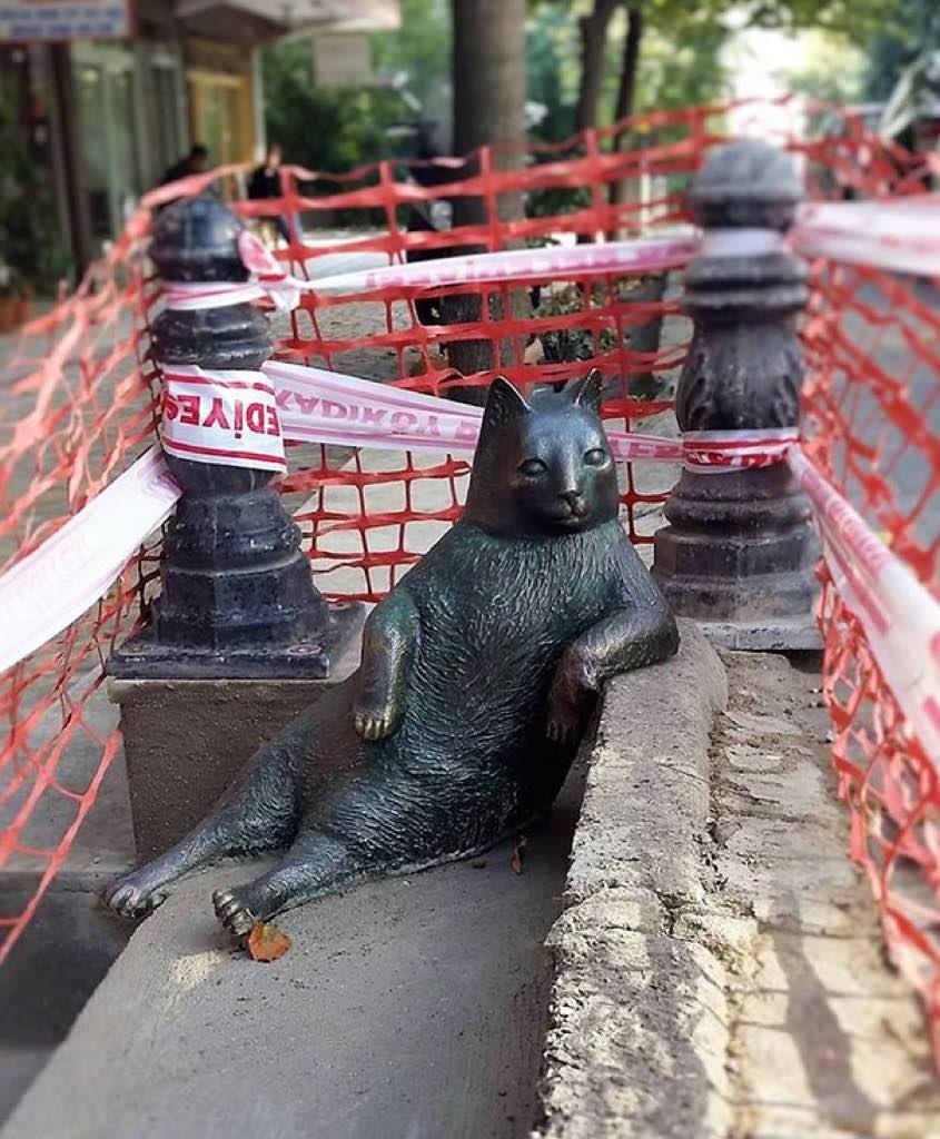 laid-back-cat-statue-tombili-istanbul-6