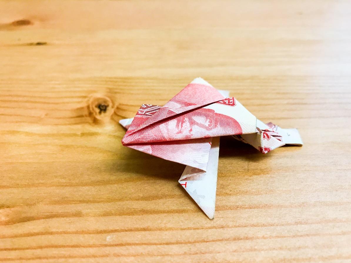 等跨年煙火很無聊嗎?那就做隻紙青蛙來玩玩吧~超簡單喔!