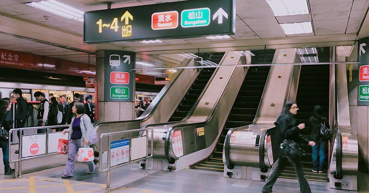 捷運電扶梯靠右站並非因為台北太「天龍」,這只是為人著想的善意之舉罷了