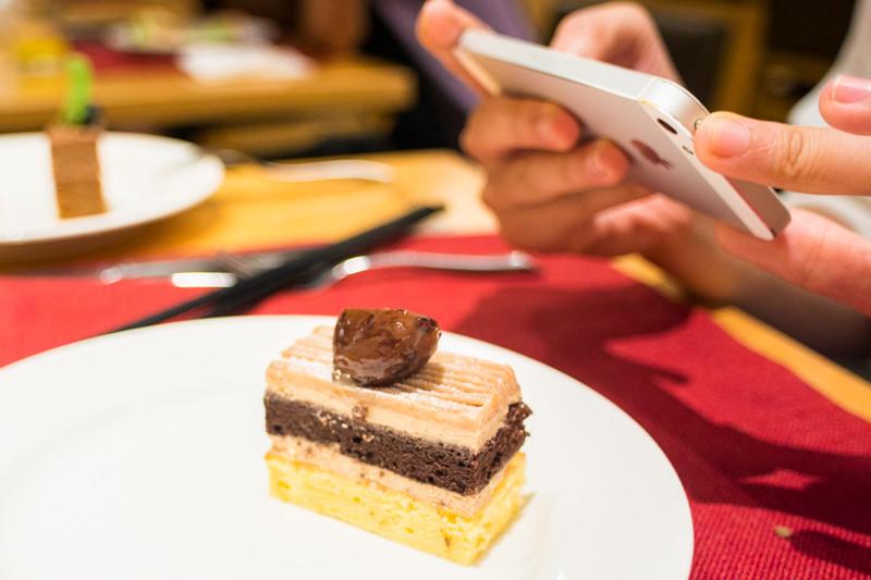 路邊攤也能變高檔餐廳!讓你輕鬆騙倒朋友的手機美食攝影五招技巧!
