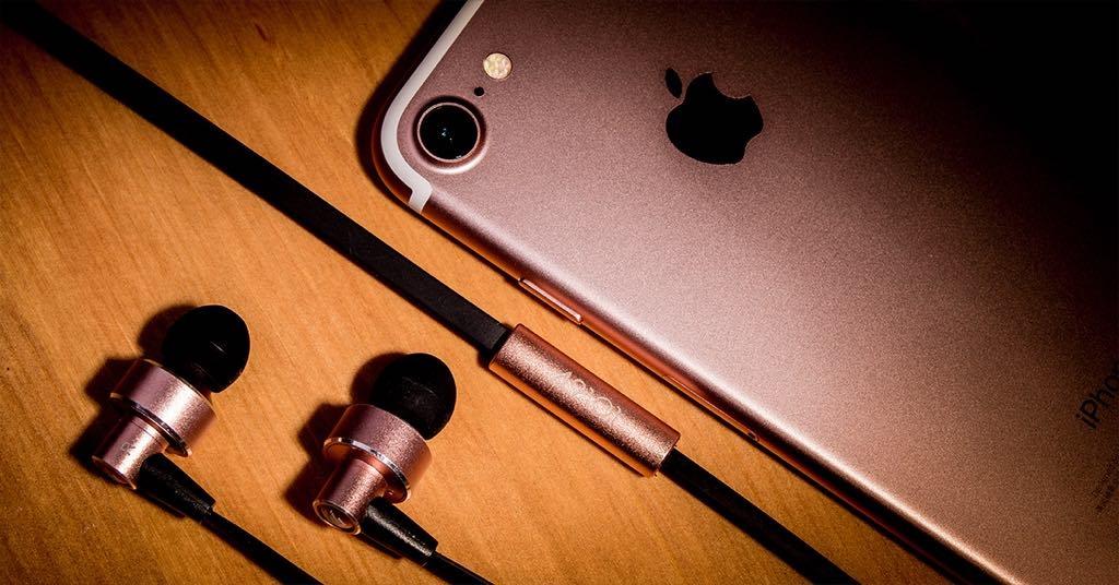 好聽好看好便宜!想讓手機聽音樂效果更好嗎?那就來支 49101 UX201 入耳式耳機吧!