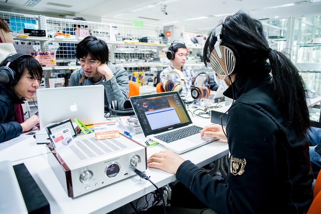 十萬耳機任你玩?耳機迷一生一定要去朝聖一次的日本「eイヤホン」耳機店一日遊記!