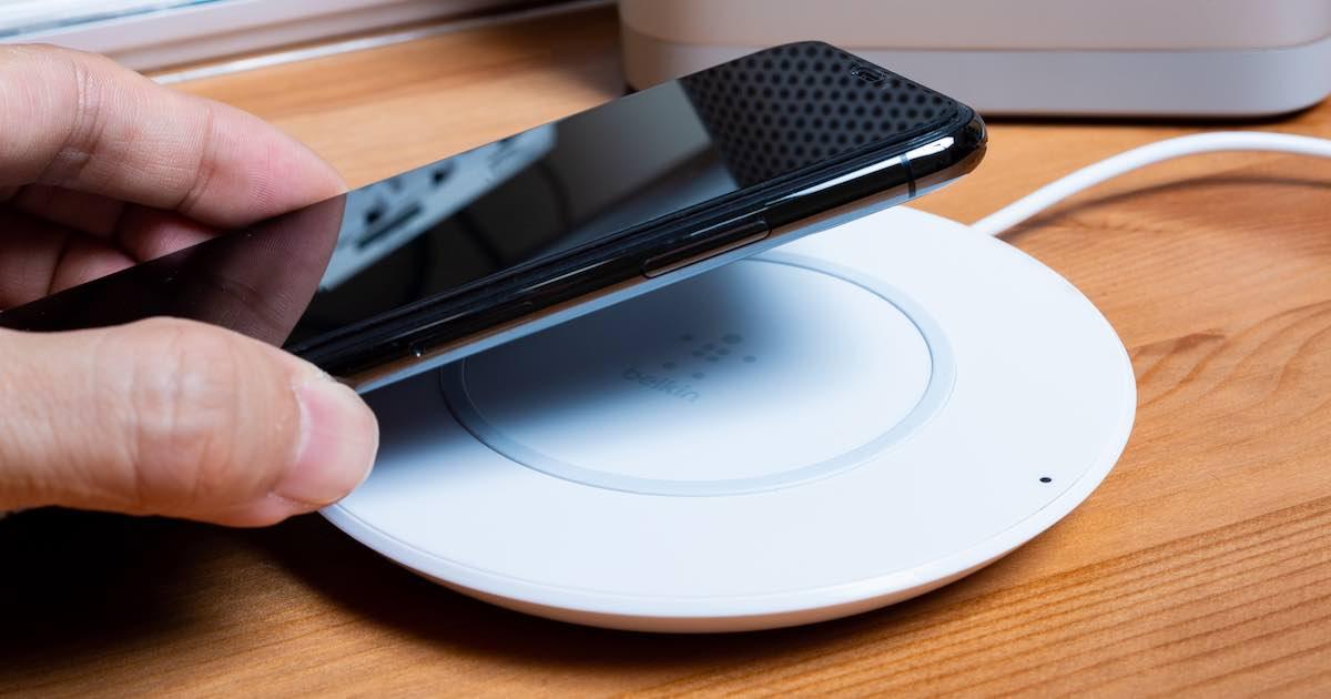 Belkin Boost Up 7.5W 無線充電盤賣超貴!?一起來研究這算不算坑人貨盤子價吧~