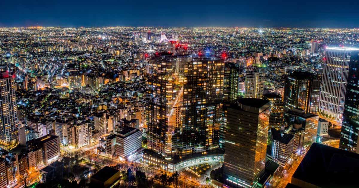 日本新宿都廳必訪:免費看超讚百萬夜景|對面大樓裡為什麼會有兔女郎…?