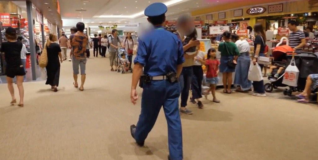 孩子在國外走失了怎樣辦?日本百貨公司找小孩,分工精細又專業!